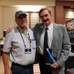 Travis Walton et Calvin Parker ensemble à l'International UFO Congress, Phoenix, Septembre 2019
