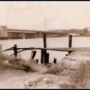 Site original de l'incident. Le ponton sur la Pascagoula en 1973